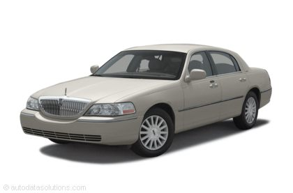 Kelley Blue Book ® - 2003 Lincoln Town Car Overview